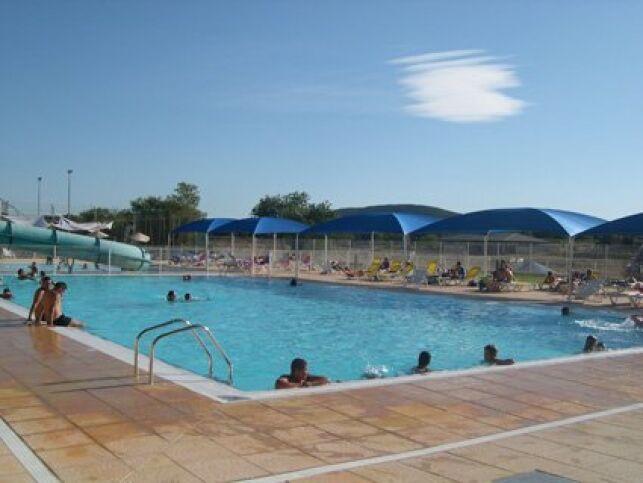 Mejannes le Clap : le grand bassin de la piscine
