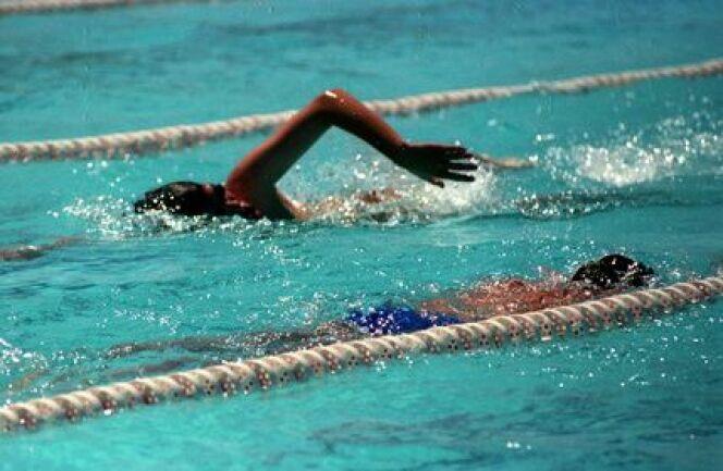 """Il est essentiel de respecter le sens de la nage dans les couloirs de nage<span class=""""normal italic petit"""">© vekha - Fotolia.com</span>"""
