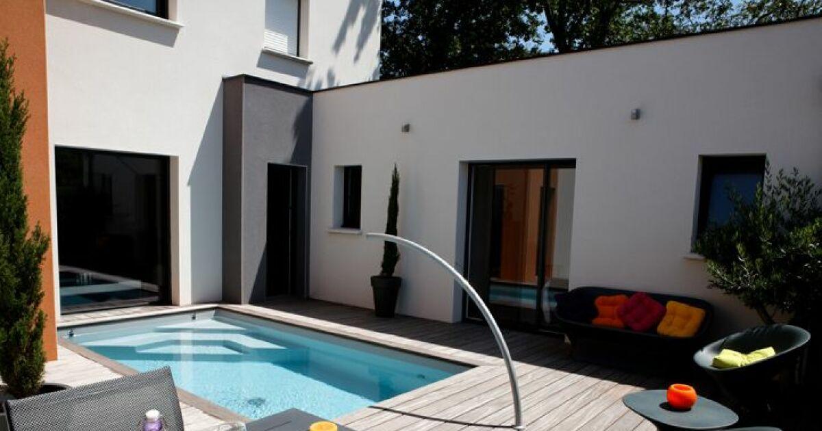 Mini piscine avec escalier d angle et arc de nage for Buse de refoulement pour piscine