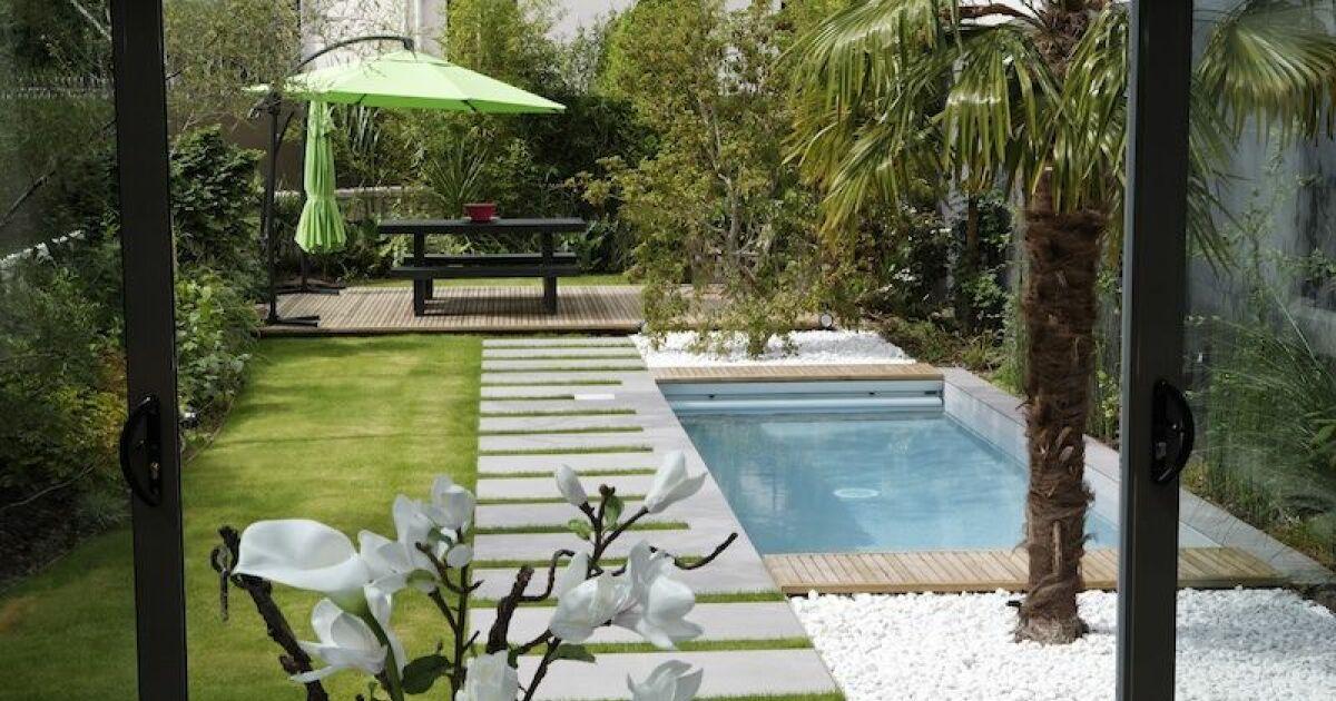 Mini piscine avec escalier toute largeur - Mini piscine coque prix ...