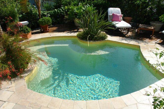 mini piscine beton gallery of bton estamp with mini piscine beton spafinitb with mini piscine. Black Bedroom Furniture Sets. Home Design Ideas