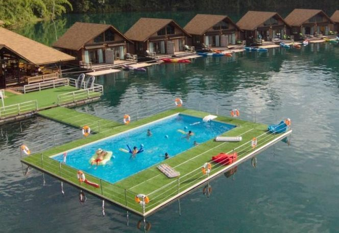 "Mobipool, la piscine flottante insolite<span class=""normal italic petit"">© Desjoyaux</span>"