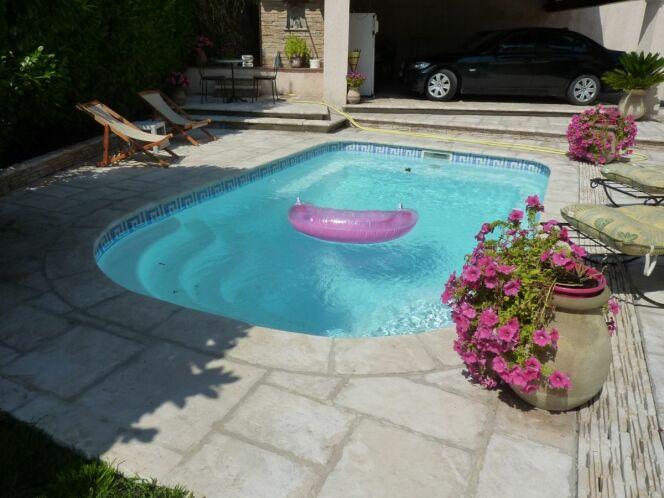 Modèle de piscine coque Annecy, par Arion Piscines.