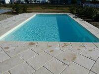 Coque de piscine avec volet intégré