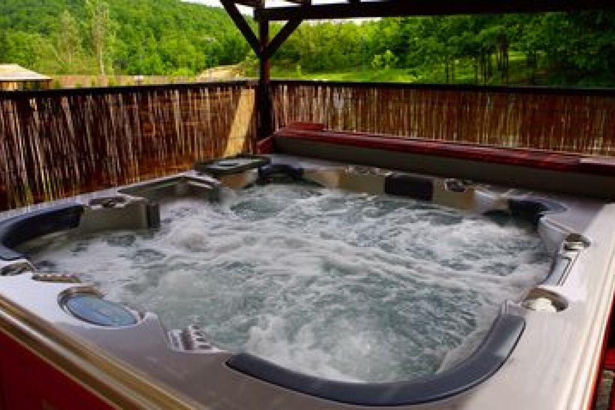 Comment Fonctionne Un Jacuzzi Gonflable mon spa mousse, que faire ? - guide-piscine.fr