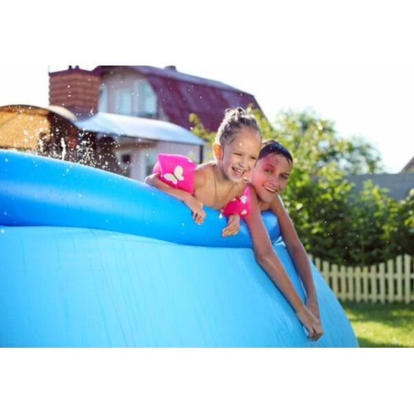le montage d 39 une piscine autoportante un processus facile. Black Bedroom Furniture Sets. Home Design Ideas