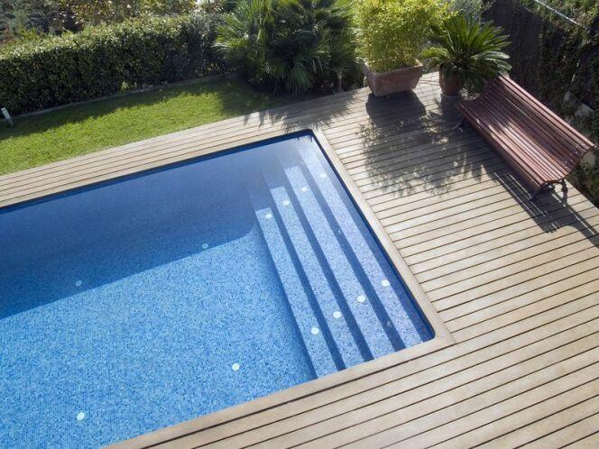 """Montage d'une piscine en panneaux<span class=""""normal italic petit"""">© via Fotolia.com</span>"""