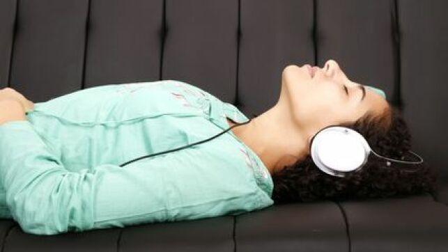 La musicothérapie est une thérapie utilisant les sons pour détendre et soulager.