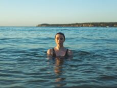 Nage en mer : techniques et difficultés