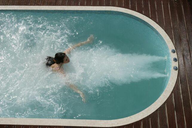 Nager à contre-courant dans un spa