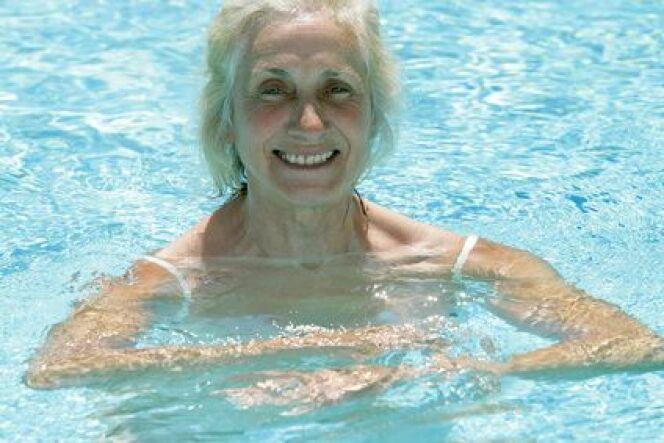 """Nager à plus de 70 ans<span class=""""normal italic petit"""">© JPC-PROD - Fotolia.com</span>"""