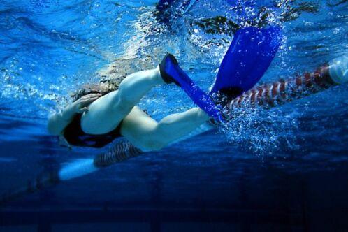 Nager avec des palmes : guide pratique