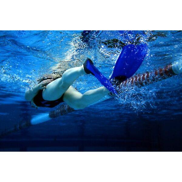 Les palmes technique de nage - Nager en piscine avec des palmes ...