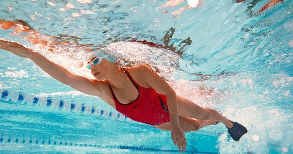 Nager avec des palmes pour mincir for Palmes pour piscine