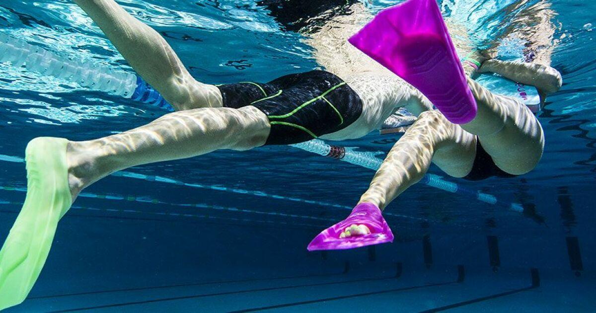Nager avec des palmes pourquoi et comment - Nager en piscine avec des palmes ...
