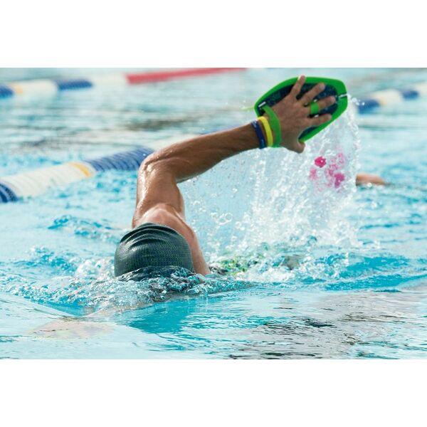 Nager le crawl avec des accessoires conseils et exercices for Accessoire nage piscine