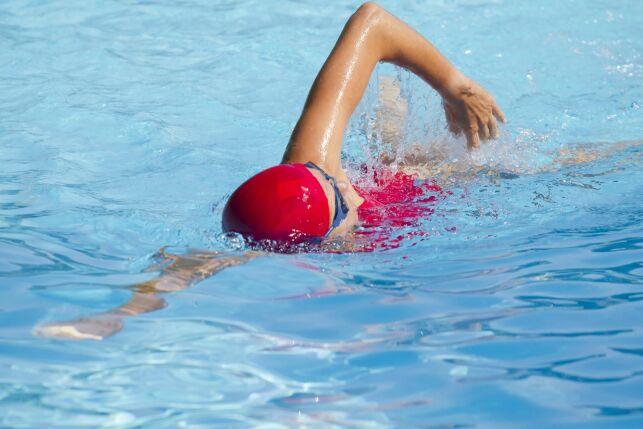 Nager le crawl avec un pull-buoy