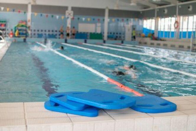 Nager le dos crawl avec une planche for Planche piscine
