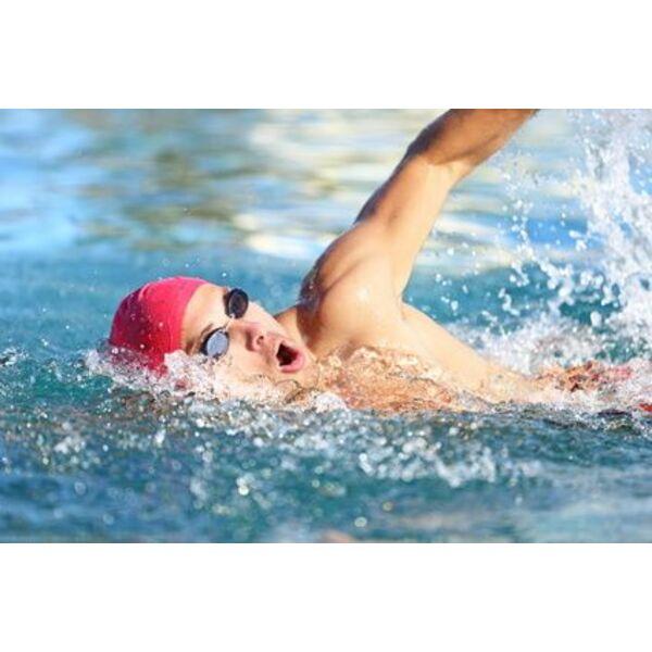 Comment nager sur place ou contre courant dans une piscine - Nager dans une piscine ...