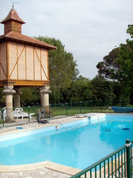 Piscine nature eau jardin colomiers pisciniste for Piscines colomiers