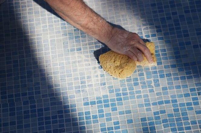 """Nettoyage à l'éponge magique<span class=""""normal italic petit"""">© RomainQuéré - Fotolia.com.jpg</span>"""