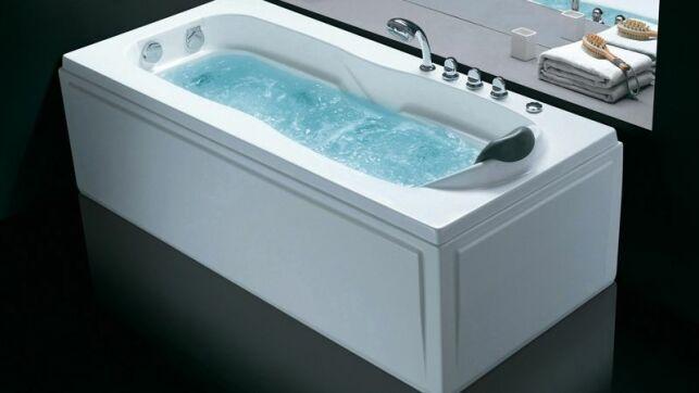 Nettoyer les buses de sa baignoire balnéo est une opération simple mais indispensable pour la garder en bon état de fonctionnement.