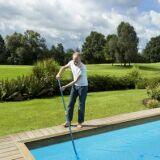 Le balai de piscine pour un nettoyage en profondeur