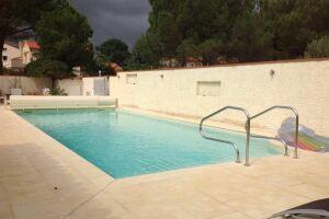 Construction de piscine béton 12m x 5m avec pvc armé et volet roulant