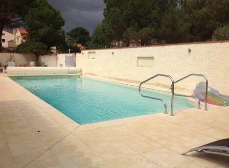 """Construction de piscine béton 12m x 5m avec pvc armé et volet roulant<span class=""""normal italic petit"""">DR</span>"""