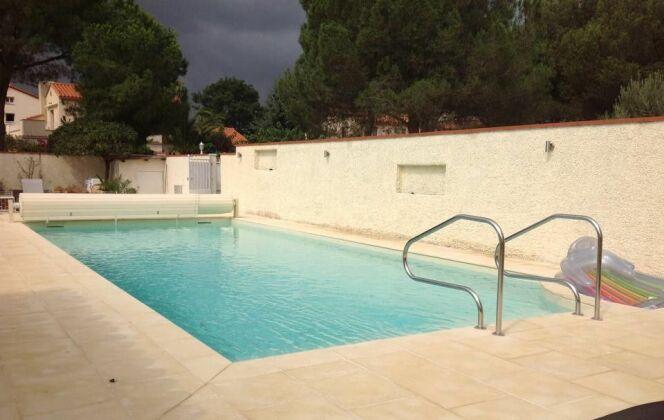 Construction de piscine béton 12m x 5m avec pvc armé et volet roulant DR