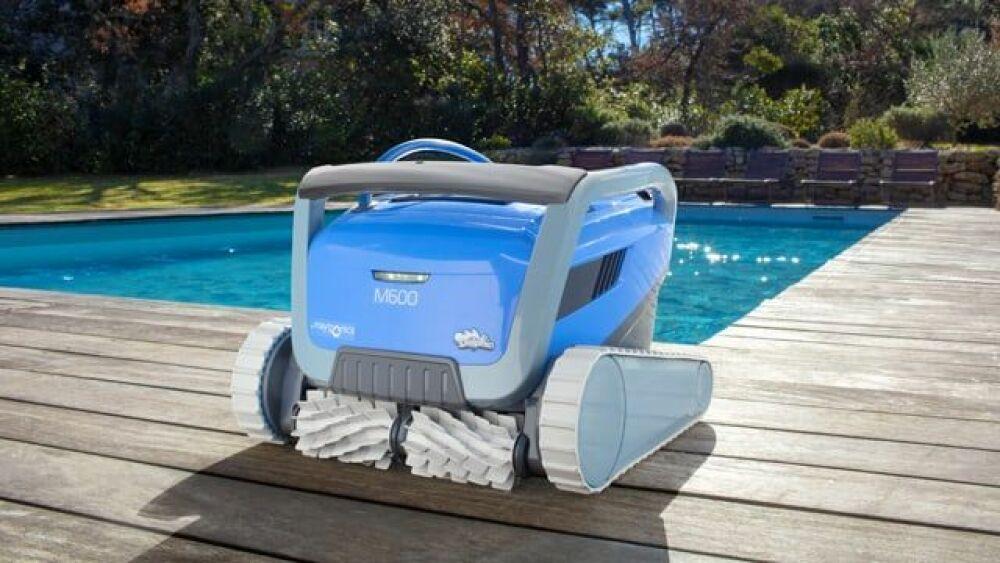 Nouveau robot de piscine Dolphin M600 © Dolphin
