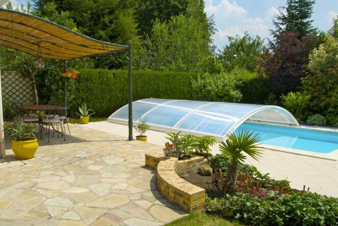 Obtenir un devis pour un abri de piscine bas.