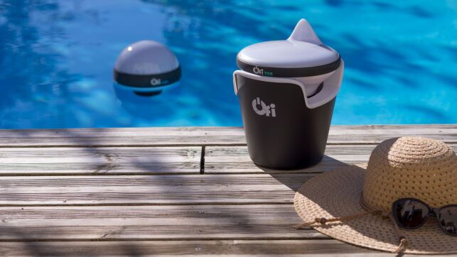 Ofi: l'objet flottant intelligent, connecté et design qui analyse l'eau de votre piscine