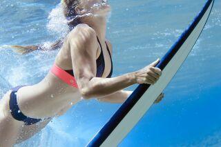Olaian : maillots de bain pour surfeuses, par Décathlon