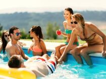 Organiser une fête au bord de la piscine : comment faire ?