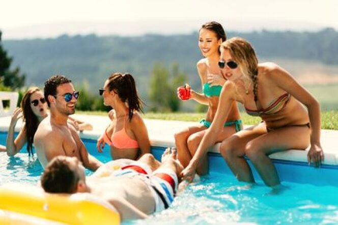 """Organiser une fête au bord de la piscine : comment faire ?<span class=""""normal italic petit"""">© Fotolia</span>"""