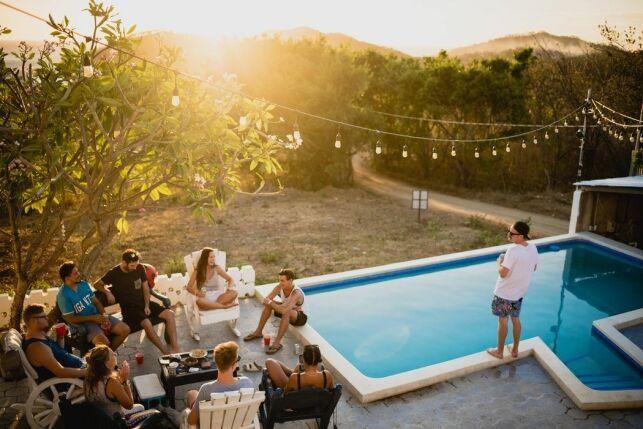 Organiser une pool party : déco, jeux, éclairages