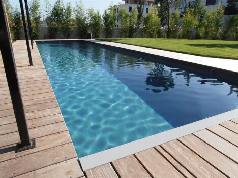 "Global piscine spécialiste construction & entretien pisicne<span class=""normal italic petit"">© Global piscine</span>"