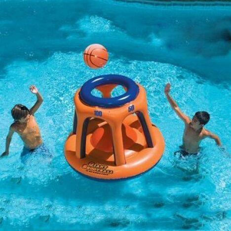 """Panier de basket gonflable géant pour piscine<span class=""""normal italic petit"""">© Swimline</span>"""