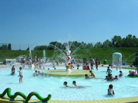 """Parc Aquatique Ludolac à Vesoul : la pataugeoire<span class=""""normal italic petit"""">DR</span>"""