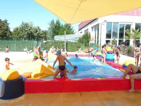 Pataugeoire extérieure à la piscine du parc Aquavert à Francheville