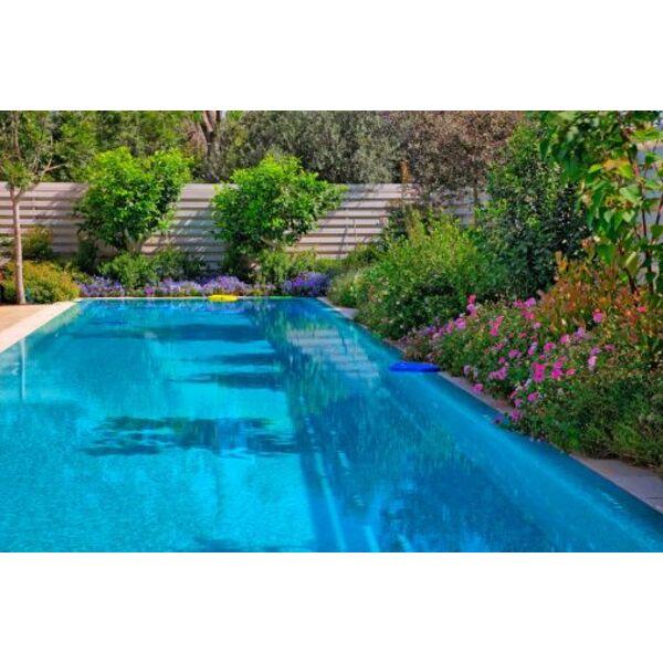 Peinture pour piscine peindre les parois et le fond for Peinture piscine beton