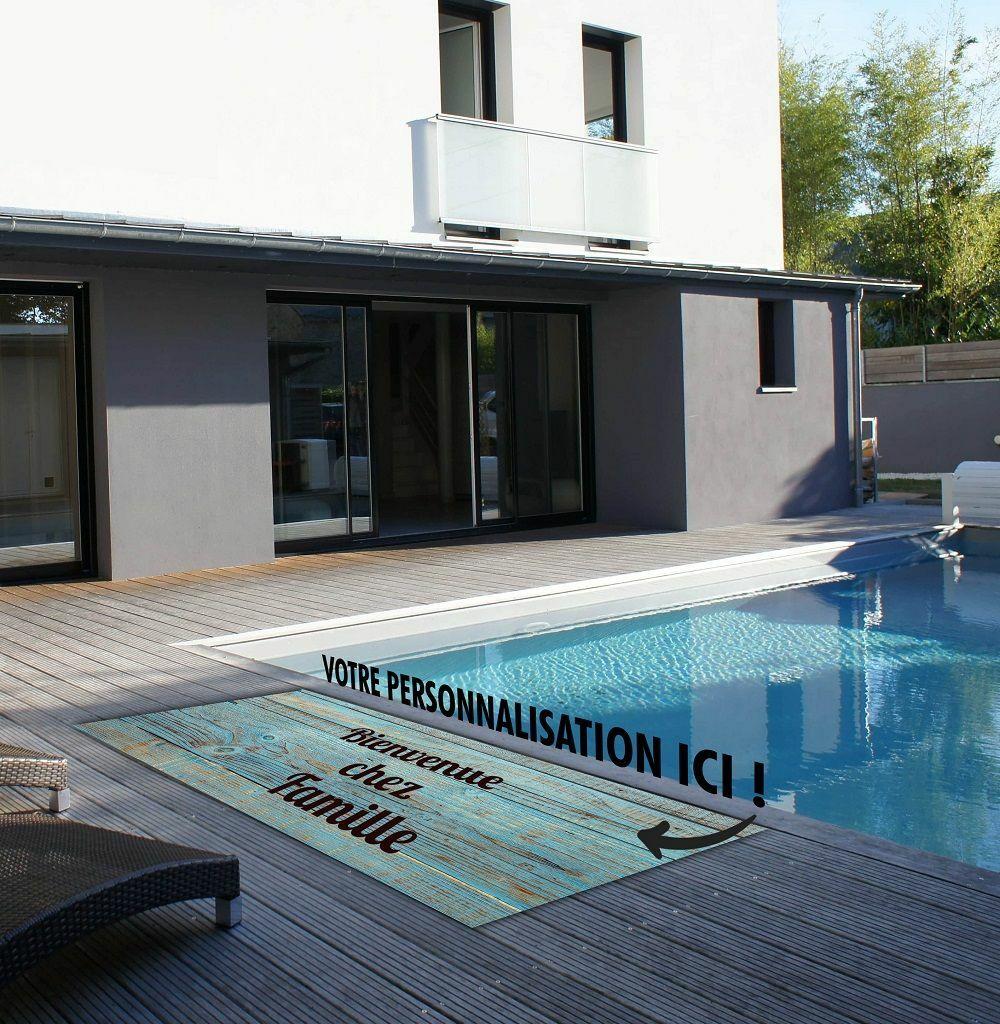 Personnalisez et sécurisez les abords de votre piscine avec le tapis antiglisse PosterExpo© PosterExpo