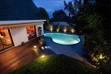 """Personnalisez votre piscine avec des accessoires !<span class=""""normal italic"""">© Waterair</span>"""