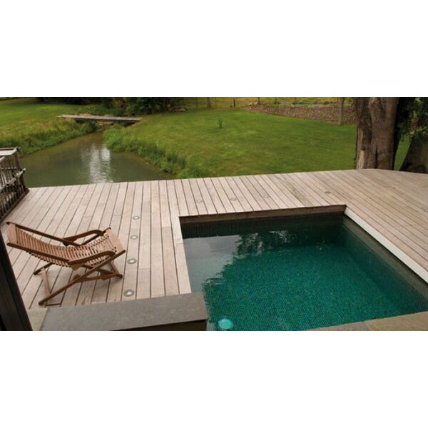 petite piscine piscine enterr e piscines carr bleu. Black Bedroom Furniture Sets. Home Design Ideas