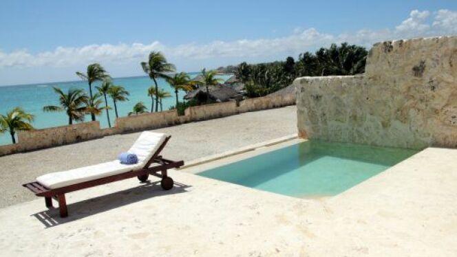 """Une petite piscine enterrée est facile à installer sur les petites terrasses.<span class=""""normal italic petit"""">© alblec - Thinkstock</span>"""