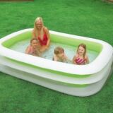 Une petite piscine hors-sol pour profiter des joies de la baignade
