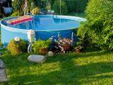 Peut-on poser une piscine hors-sol sur de l'herbe ?