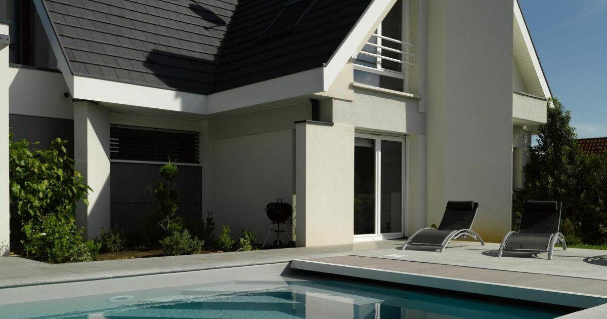 piscine avec escalier d 39 angle carr bleu. Black Bedroom Furniture Sets. Home Design Ideas