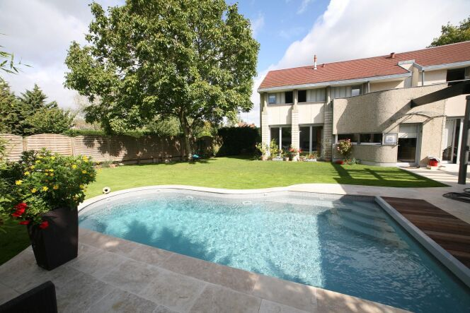 escaliers de piscine et plages immerg es piscine avec escalier d 39 angle carr bleu photo 10. Black Bedroom Furniture Sets. Home Design Ideas